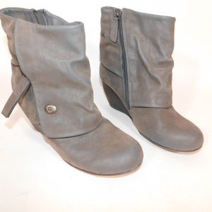 Cute blowfish Grey Boots size 8